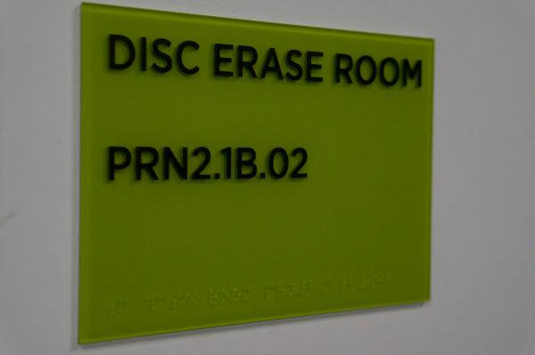 3807886_Disc_earase_room