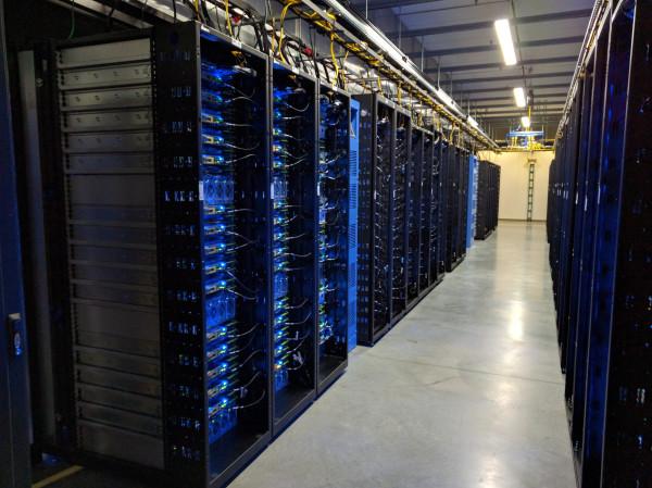 3807888_Open_compute_server_rack