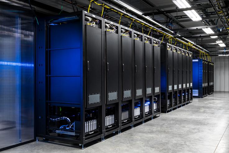 3807914_20160713-facebook-prineville-mobile-testing-device-lab-100671617-orig