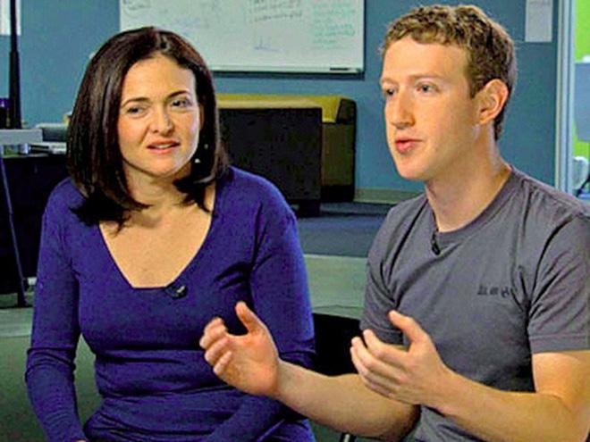 Năm 2008, Zuckerberg thuyết phục cựu giám đốc điều hành Google, Sheryl Sandberg, về làm giám đốc hoạt động (COO) - người sau này giúp vận hành Facebook tăng trưởng ngày càng mạnh mẽ.