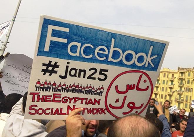 Thời điểm này, mạng xã hội Facebook bắt đầu có vai trò lớn trong các sự kiện chính trị trên toàn cầu. Đặc biệt là trong sự kiện Mùa xuân Ai Cập vào tháng 2/2011. Phần lớn cuộc biểu tình của sự kiện này được tổ chức thông qua Facebook và các mạng xã hội khác.