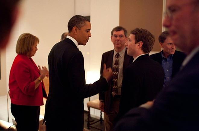 Zuckerberg cũng bắt đầu có mặt tại các sự kiện chính trị và gặp gỡ nhiều nguyên thủ quốc gia để hỗ trợ phủ sóng Internet trên toàn cầu.<br>