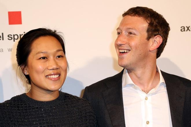 Tháng 12/2015, Zuckerberg cùng vợ thành lập Chan Zuckerberg Initiative và dự định dùng 99% tài sản của mình và tái đầu tư vào các hoạt động giúp thay đổi thế giới.<br>