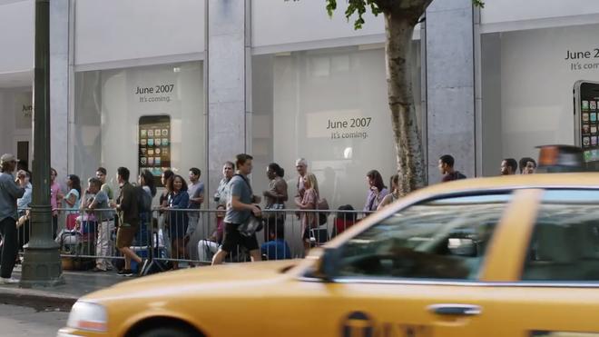 Xem lại video Samsung đá xoáy Apple, bạn có nhận ra chi tiết siêu hài hước này không? - Ảnh 2.