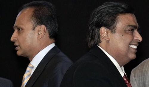 Anh em tỉ phú Muskesh Ambani (phải) và Anil Ambani.