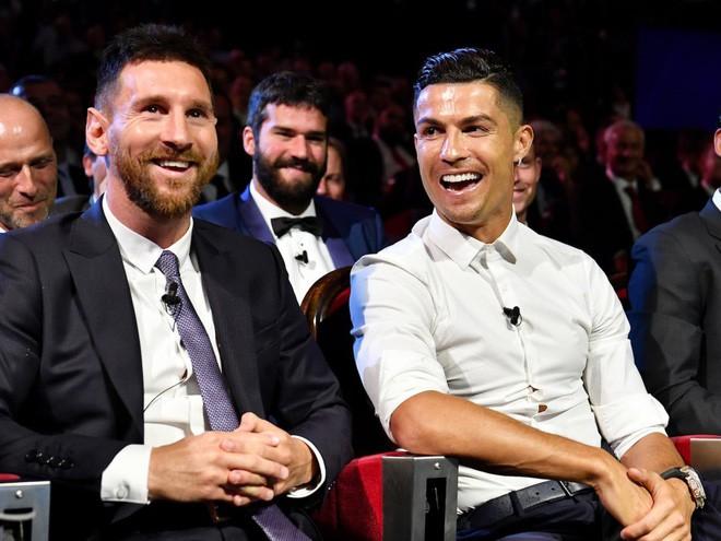 Choáng váng với giá tiền 1 bài đăng Instagram của Ronaldo: Ngót nghét gần 1 triệu USD! - Ảnh 2.