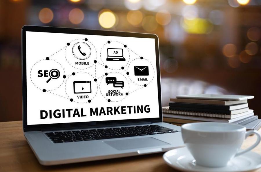 Digital marketing bao gồm nhiều công việc khác nhau để tiếp cận khách hàng, tăng doanh thu.